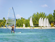 planche-a-voile-hotel-paradis-ile-maurice